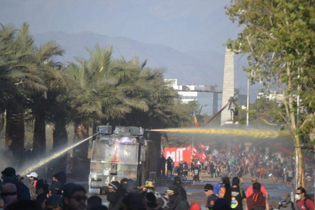 Ministerio Público ordena investigación de líquido lanzado por carro de  Carabineros « Diario y Radio U Chile